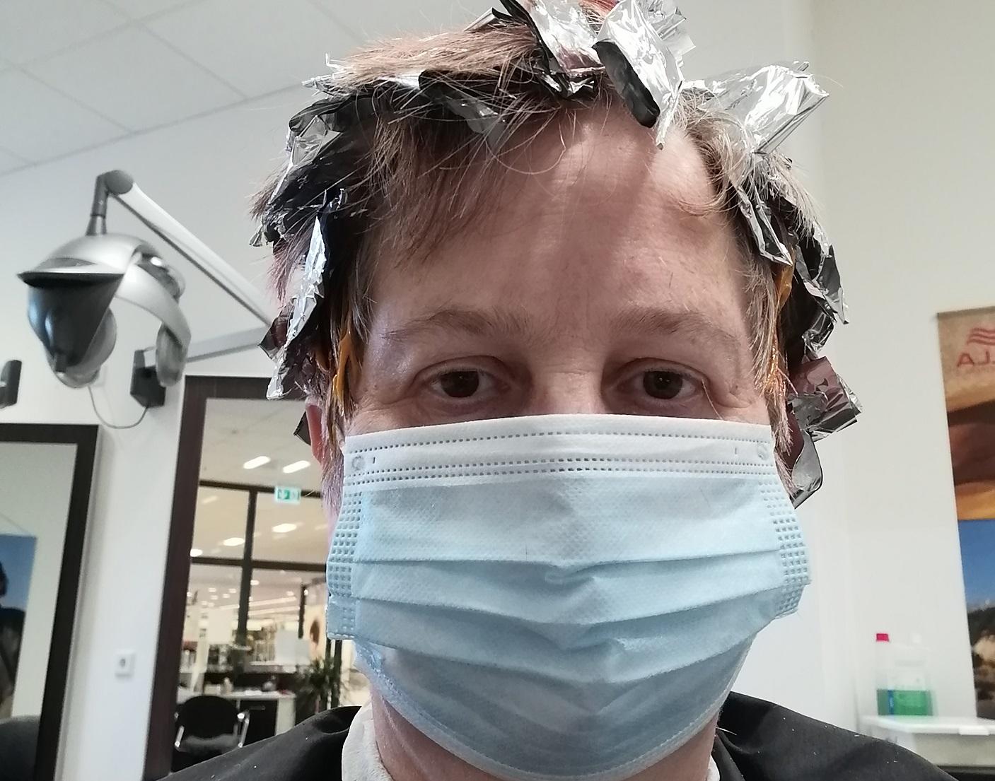 In Corona-Zeiten zum Friseur? Nur mit Maske!